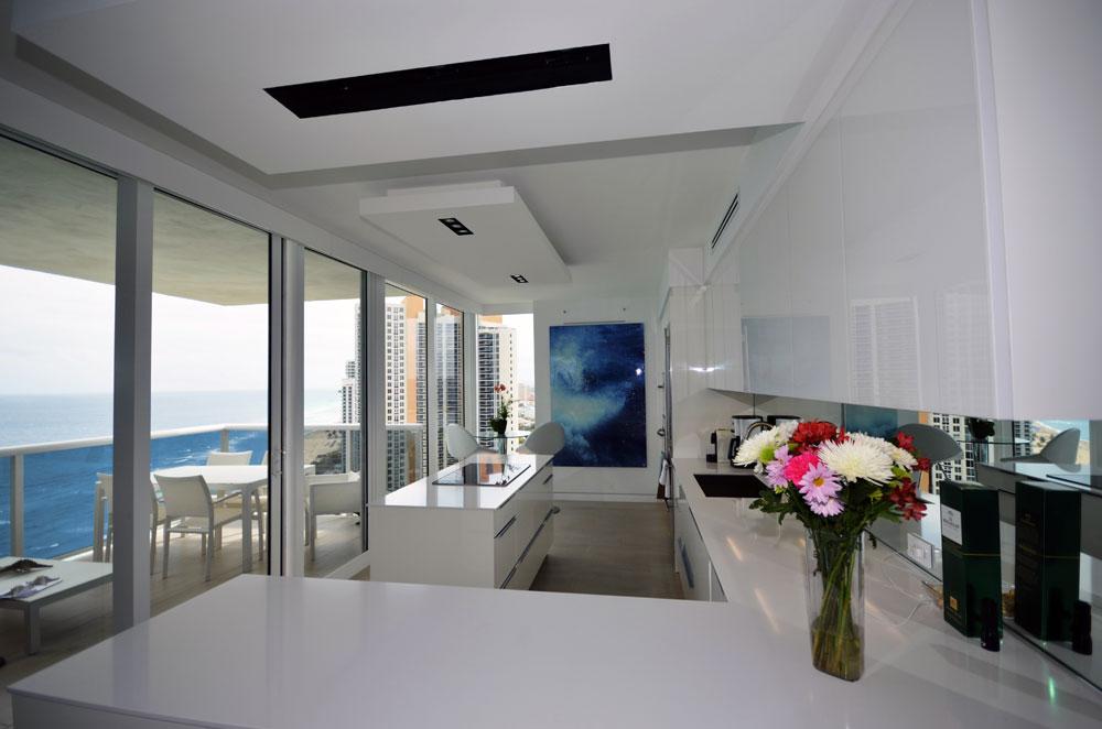 Custom kitchens design in miami armadi for Kitchen cabinets miami